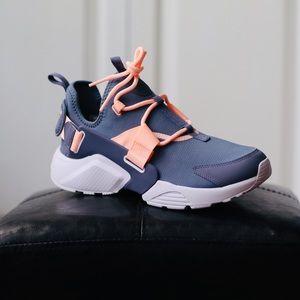 NEW Nike Air Huarache City Sneakers Sz 8